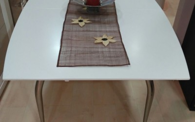 Mesa comedor lacada en blanco